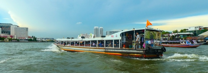 Bangkok_orange_flag_boat