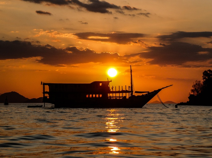 Komodo_Sunset.jpg